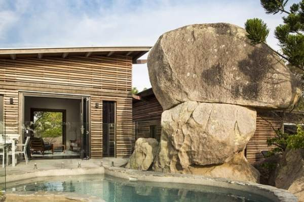 featured posts image for Treetop pavilions meld into rugged landscape of Magnetic Island