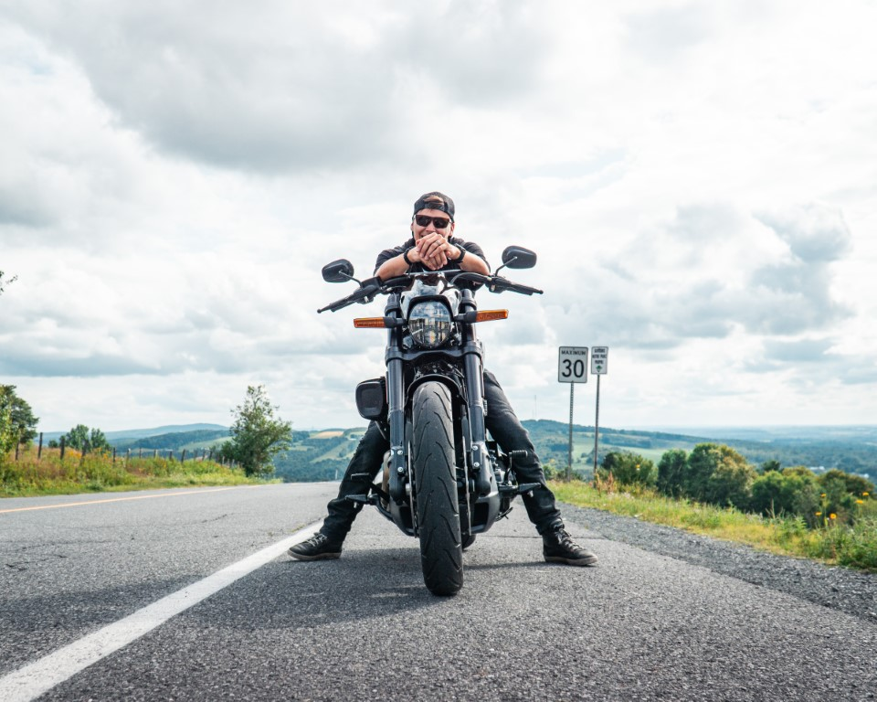 web Oneland - Harley Davidson - FXDR Softail Tour (9) (Moyen)