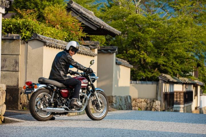 salon moto oneland montreal quebec KAWASAKI W800