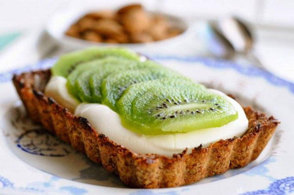 50+ Best Kiwi Recipes - Breakfast Pie with Yogurt and Kiwi