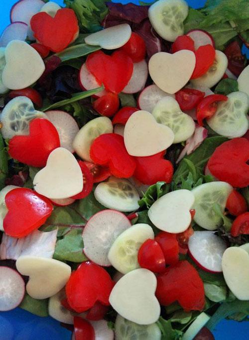 30+ Healthy Valentine's Day Food Ideas - Valentine's Fruits & Veggie Salad