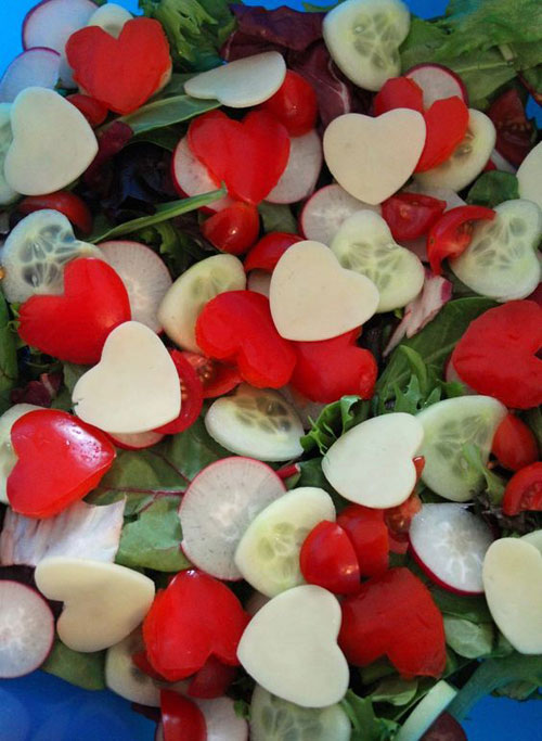 30+ Healthy Valentine's Day Food Ideas - Valentine's Fruits & Veggie Salad