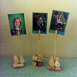 Easy cork photo holders | One Mama's Daily Drama --- Make a fun photo display using wine corks and a few kitchen supplies.