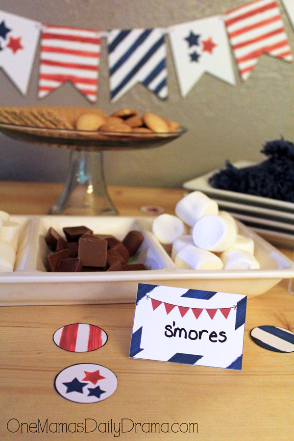Red, white, and blue party printables | table tent cards