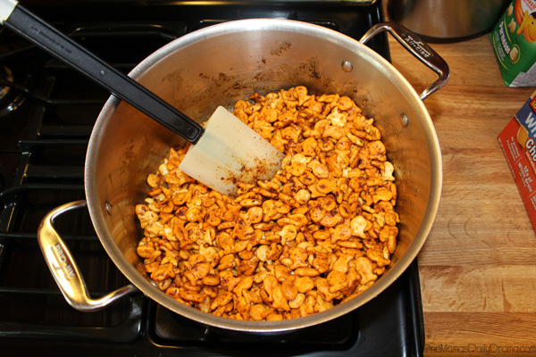 Cheesy taco Goldfish snack mix step 4