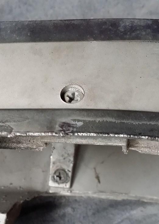 retaining screws for the horse