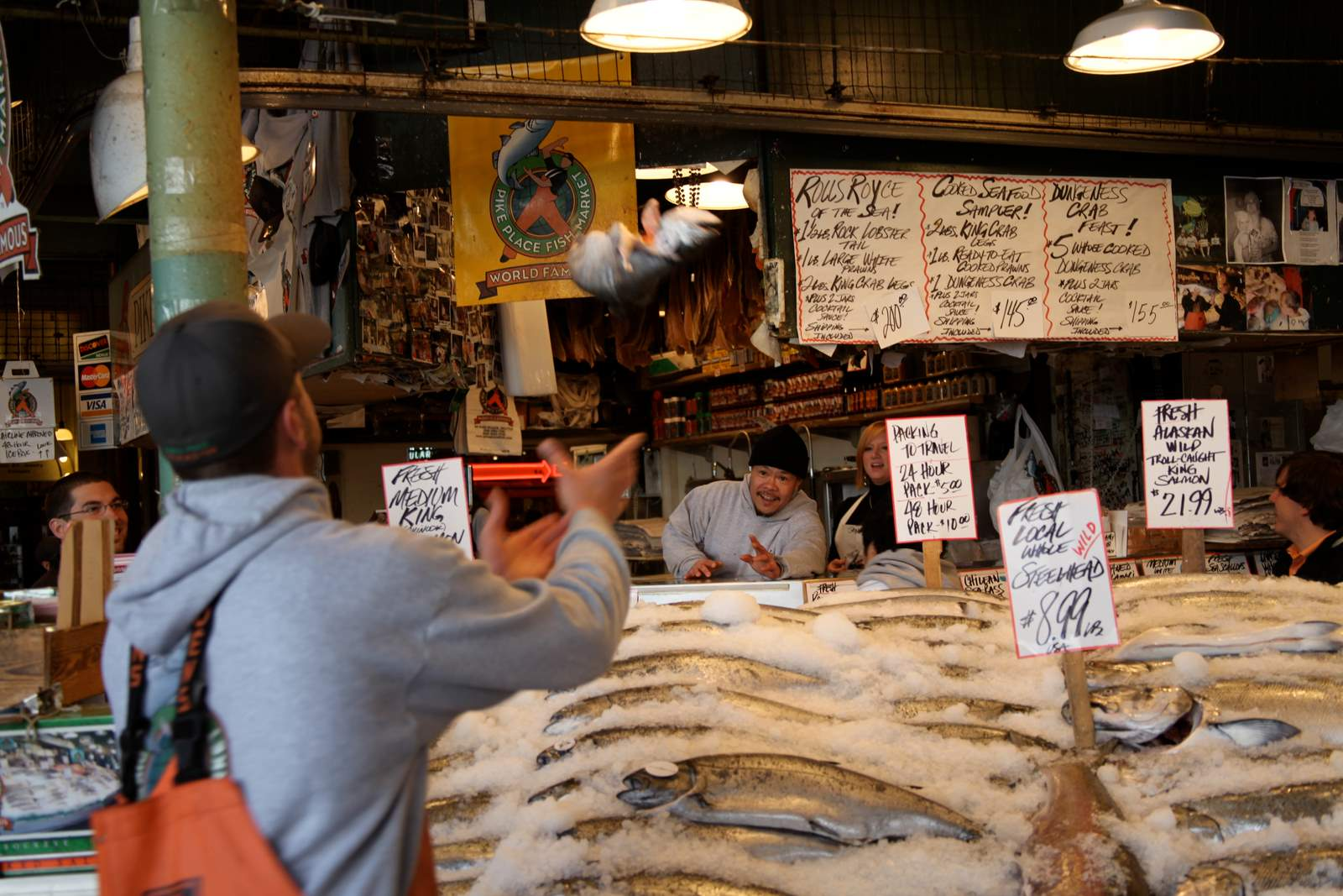 Seattle series pike s market buzz with love for Fish market seattle