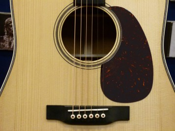 Use CS-CFMartin Outlaw-17 sound hole