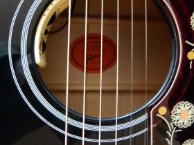 Gibson SJ-200 Ebony Limited sound hole
