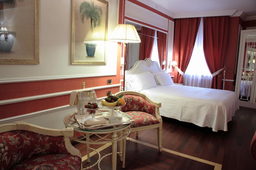 dove dormire a Napoli Palazzo Alabardieri