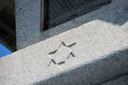 伊勢神宮参道の灯籠