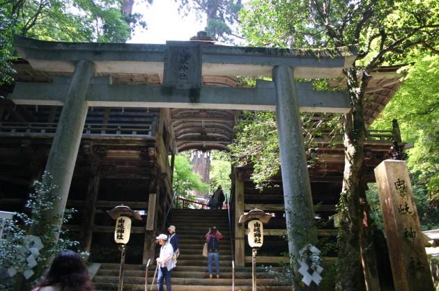 yukijinja-torii