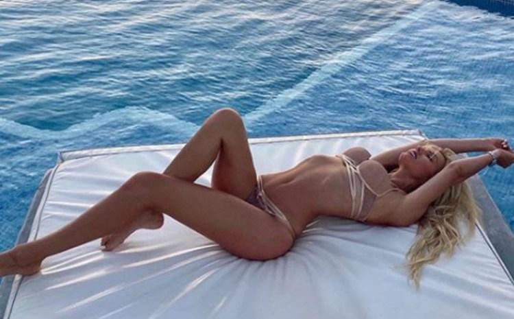 Τα guts της Τζούλια Νόβα και η sexy πόζα με το καπέλο που «έσπασε» το instagram! Ανανεωμένη και… ερωτική (ΕΙΚΟΝΑ)