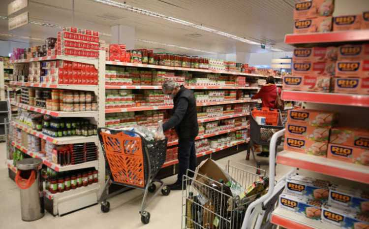 Σούπερ μάρκετ: Aνατροπές στο ωράριο – Αυξήσεις έως και 20% σε βασικά τρόφιμα!