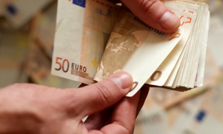 Επίδομα 2.400 ευρώ: Ποιοι το δικαιούνται – Τα δικαιολογητικά