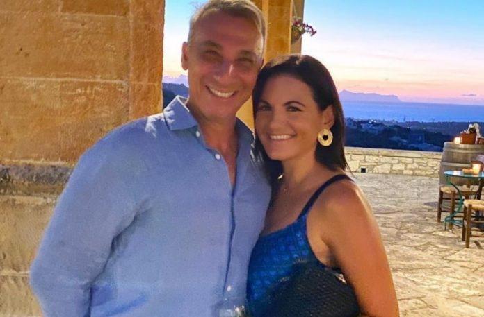 Oλγα Κεφαλογιάννη – Γάμος με Μίνωα Μάτσα: Δείτε το αιθέριο νυφικό που σχεδίασε η ίδια [φωτο]