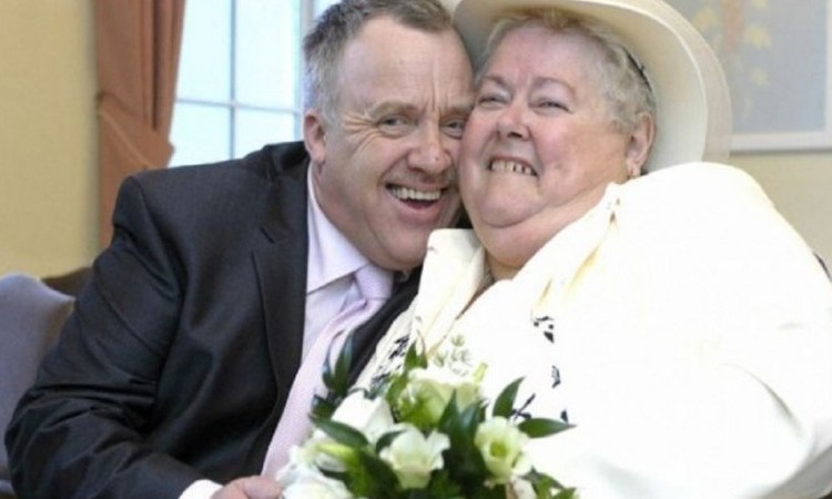 Χώρισε τη γυναίκα του μετά από 8 χρόνια γάμου και παντρεύτηκε την πεθερά του!