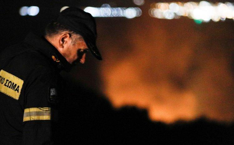 Φωτιά στην Άνω Αλμυρή Κορινθίας: Σε ολονύχτια επιφυλακή η Πυροσβεστική