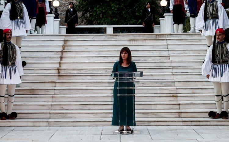 Δεξίωση στο Προεδρικό Μέγαρο: Τα μηνύματα Σακελλαροπούλου, οι χειραψίες και όσα εκτυλίχθηκαν
