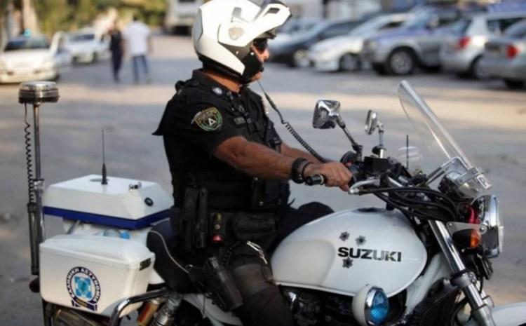 Αθήνα: Άγρια καταδίωξη με πυροβολισμούς – Προσπάθησε να εμβολίσει αστυνομικούς