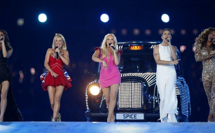 Emma Bunton: Η τραγουδίστρια των Spice Girls παντρεύτηκε τον εδώ και δύο δεκαετίες αγαπημένο της