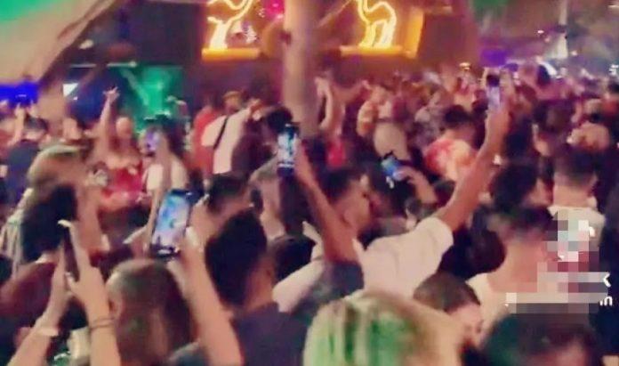 Κορωνοπάρτι γνωστού κλαμπ Αλίμου: Πέφτουν σαν τα κοτόπουλα οι νέοι – «Γαμώ το, κολλήσαμε» [video]