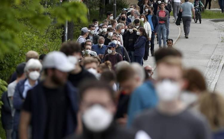 Κίνητρο 500 ευρώ σε όσους εμβολιάζονται; Η ρηξικέλευθη πρόταση μιας Γερμανίδας οικονομολόγου