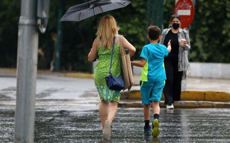 Καιρός: Τοπικές βροχές και άνεμοι ως 8 μποφόρ – Πρόγνωση για Αθήνα και Θεσσαλονίκη