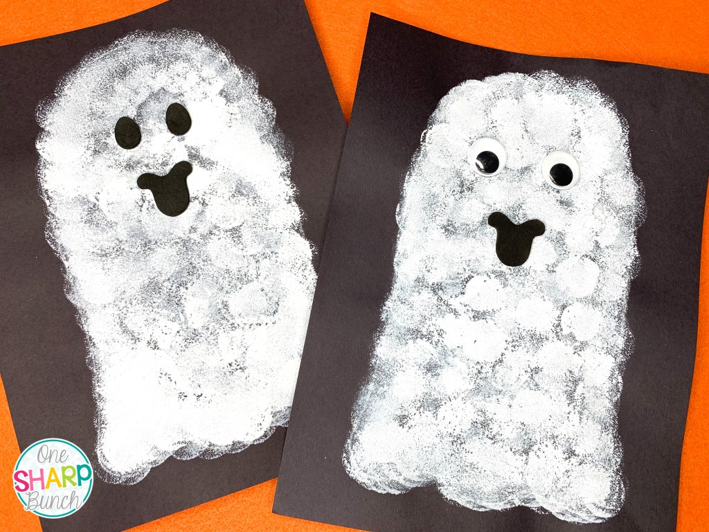 Celebrate Halloween with these super simple Halloween crafts for kids! Easy for preschool, pre k, kindergarten or first grade students to make at their classroom Halloween Party. From pumpkin crafts, spider crafts, ghost crafts, Frankenstein crafts and more, you'll find the perfect Halloween craft here! #halloweencrafts #halloweenparty #halloween #pumpkincrafts #spidercrafts #witchcrafts #frankensteincraft #ghostcrafts