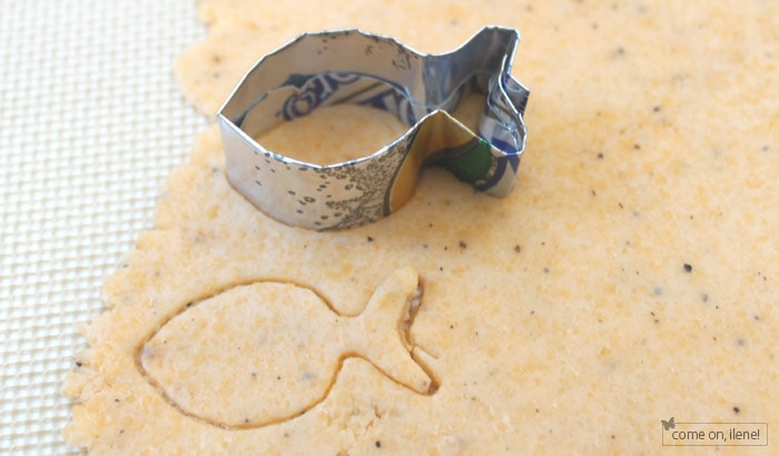 how to make your own heart cookie cutter