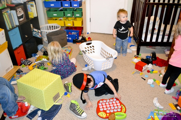 clean-up-toys-with-kids-messy-room