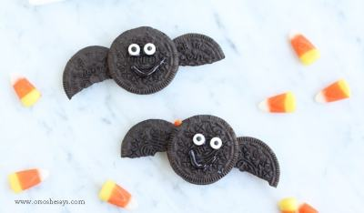 Get the kids in the kitchen to help make this fun Halloween treat. These oreo bat treats take 3 ingredients and 5 minutes to put together.