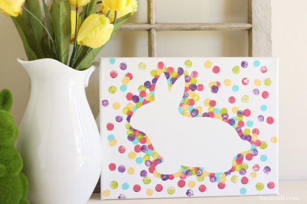 This Easter bunny canvas art is a fun Easter home decor project to make with the kids. Find the tutorial at lizoncall.com