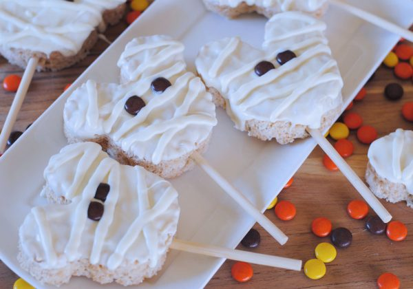 One of my favorite Halloween Time treats is the Mickey Mummy Crispy Treats. They are a seasonal treat offered during Halloween Time and can be found at the Candy Palace in Disneyland. Luckily, you can make a batch right at home with this copycat recipe, even if you aren't planning on attending the frightful fun. www.orsoshesays.com