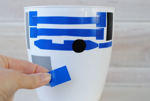 Do you have a young Jedi in training? If so, you are going to love today's last-minute Valentine's Day craft: an R2-D2 Valentines Box! Get the instructions on www.orsoshesays.com