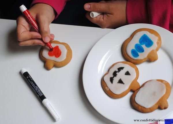 makingheartoncookie