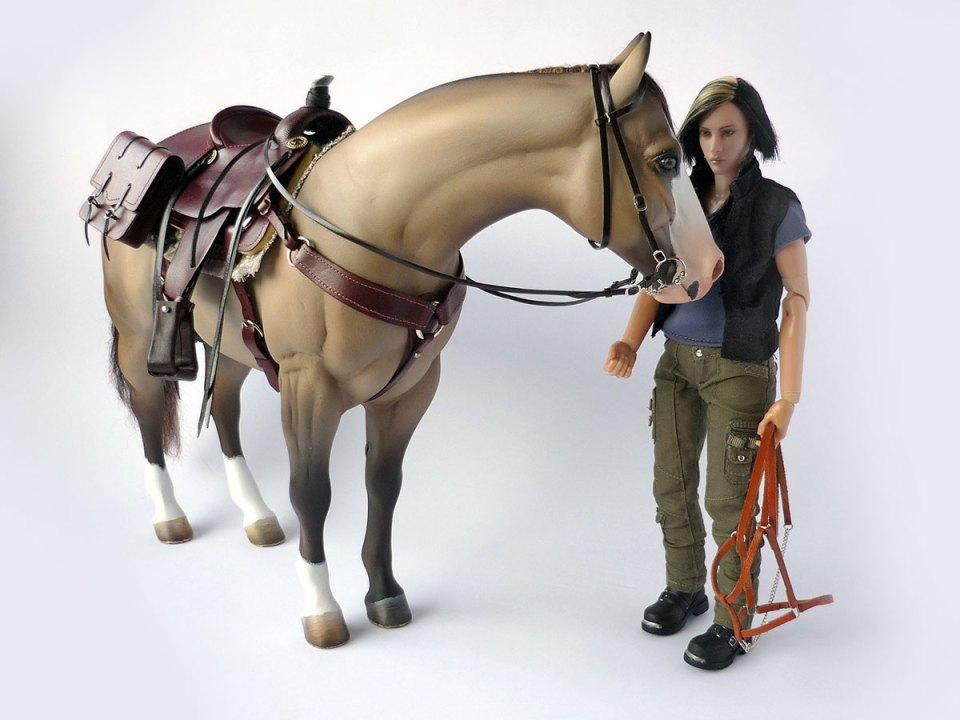 mahogany-saddle-and-saddlebags-on-horse-with-Jade-figure-01