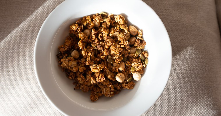 Buckwheat and oat granola with pumpkin puree