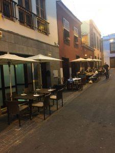 """La Hierbita i Santa Cruz de Tenerife er populær blandt både lokale og turister. Det er """"Kanarisk mad"""" til en god pris."""