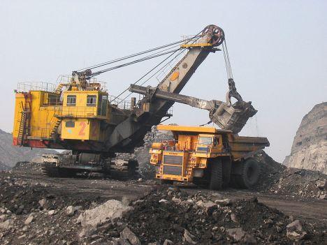 Dump_truck_in_Russia_gets_load_FAndrey