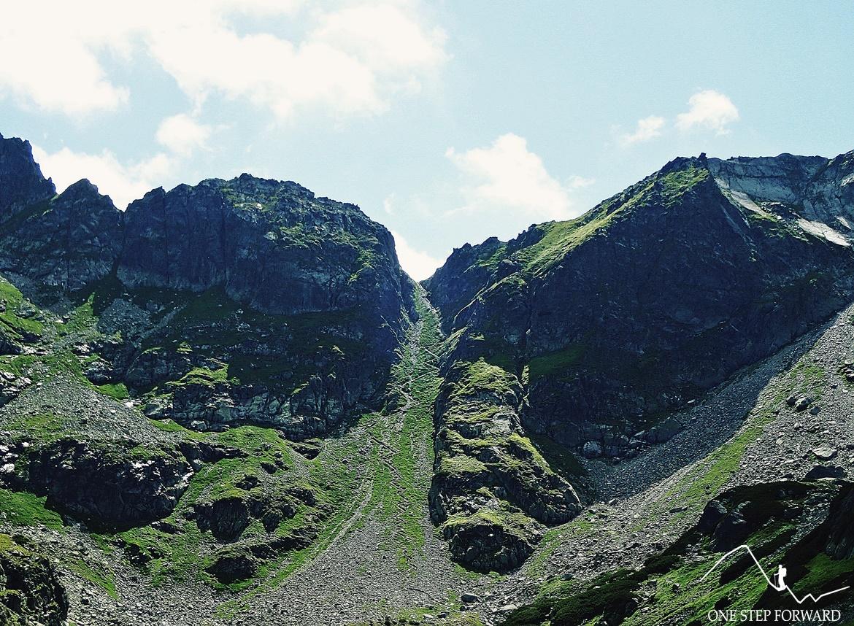 Szlak na Wrota Chałubińskiego wiedzie licznymi zakosami