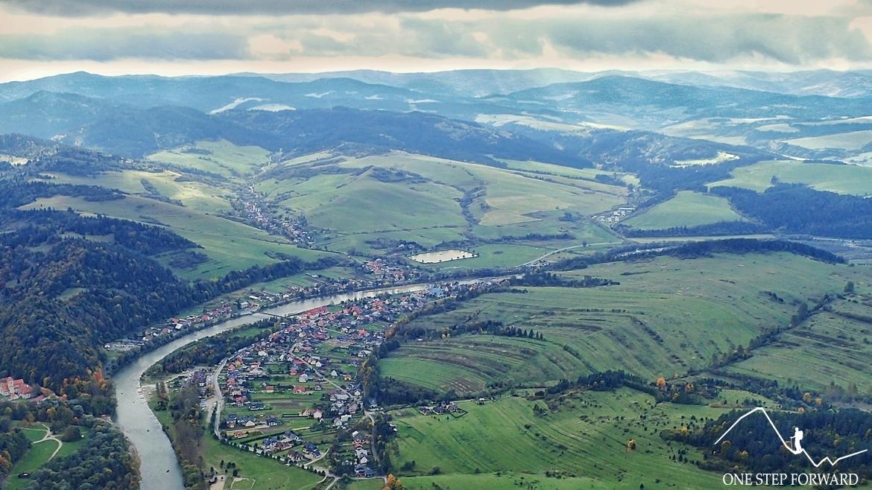 Przełom Dunajca i Sromowce Niżne widziane ze szczytu Trzech Koron