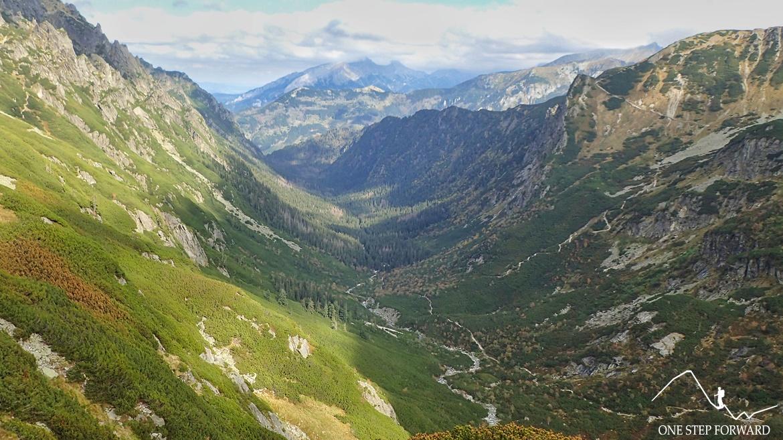 Dolina Roztoki - widok z zejścia z Przełęczy Krzyżne do Doliny Pięciu Stawów