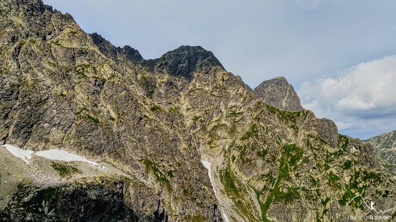 Podejście na Rysy - widok na Mięguszowieckie Szczyty oraz Kazalnicę