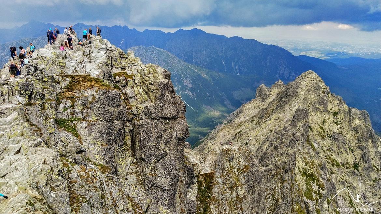 Rysy - widok na wierzchołek graniczny oraz Niżnie Rysy