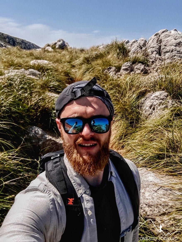Autor bloga podczas trekkingu na Majorce