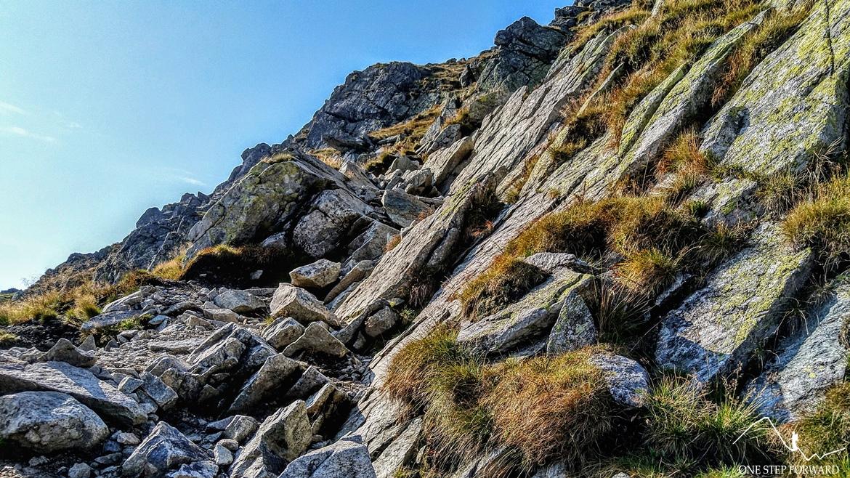 Początkowy skalny odcinek w drodze na Rohacz Ostry