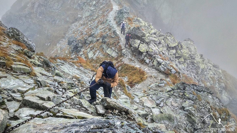 Zejście ze Spalonej Kopy w Tatrach Zachodnich - łańcuchy na szlaku