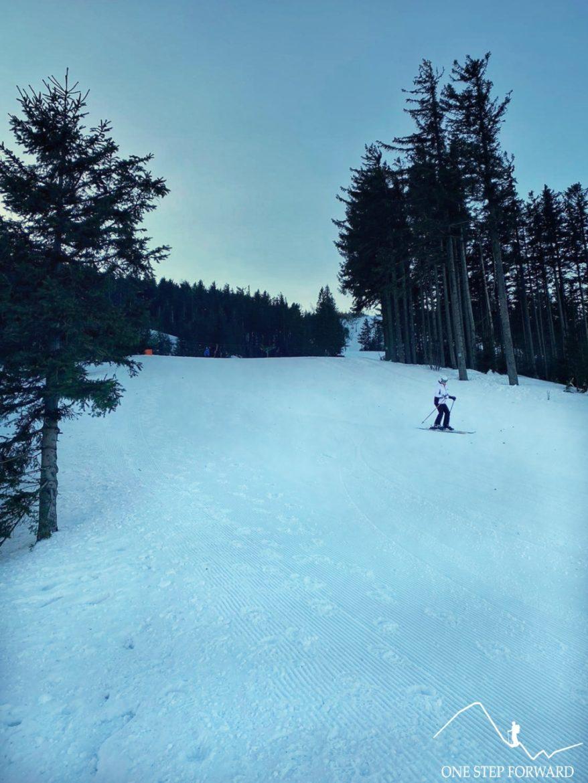 Skrzyczne - niebieski szlak przecinający stok narciarski