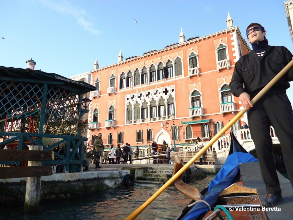 venezia gondola gondoliere